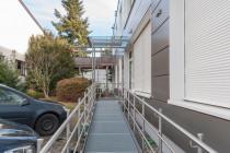 Hinterer Eingang (barrierefrei) / Parkplätze